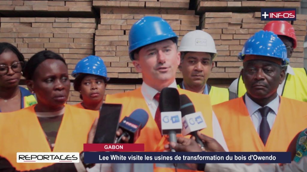 GABON: Lee White visite les usines de transformation du bois d'Owendo
