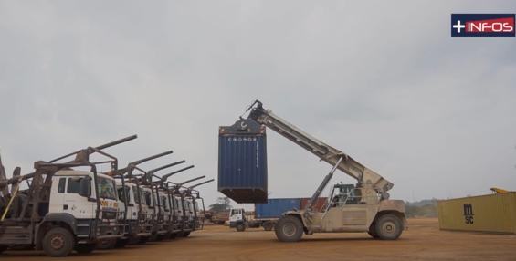 kevazingogate: Les conteneurs saisis transportés dans le parc à bois de Nkok