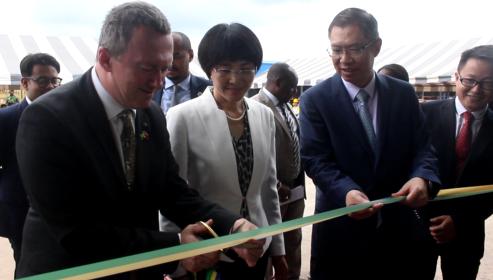 GABON: Inauguration de deux usines de bois à la ZERP de Nkok et signature de partenariat