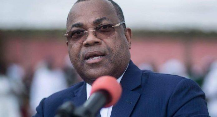 """Ali Bongo """"instruit"""" le gouvernement à """"communiquer"""""""