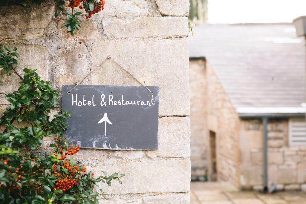Déconfinement :  restaurants et hôtels pourraient incessamment rouvrir