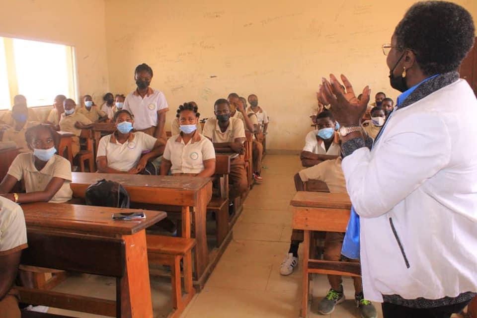 « L'appel des mille et une » sensibilise les jeunes filles du CES Ange Mba sur leur avenir